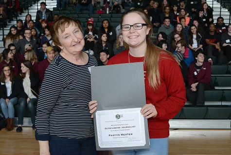 Adviser emeritus Kay Locey congratulates Paxtyn Merten of Mountlake Terrace for the Outstanding Student Journalist award.