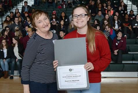 Adviser emeritus Kay Locey congratulates Paxtyn Merten of Mountlake Terrace for the Outstanding Student Journalist award.